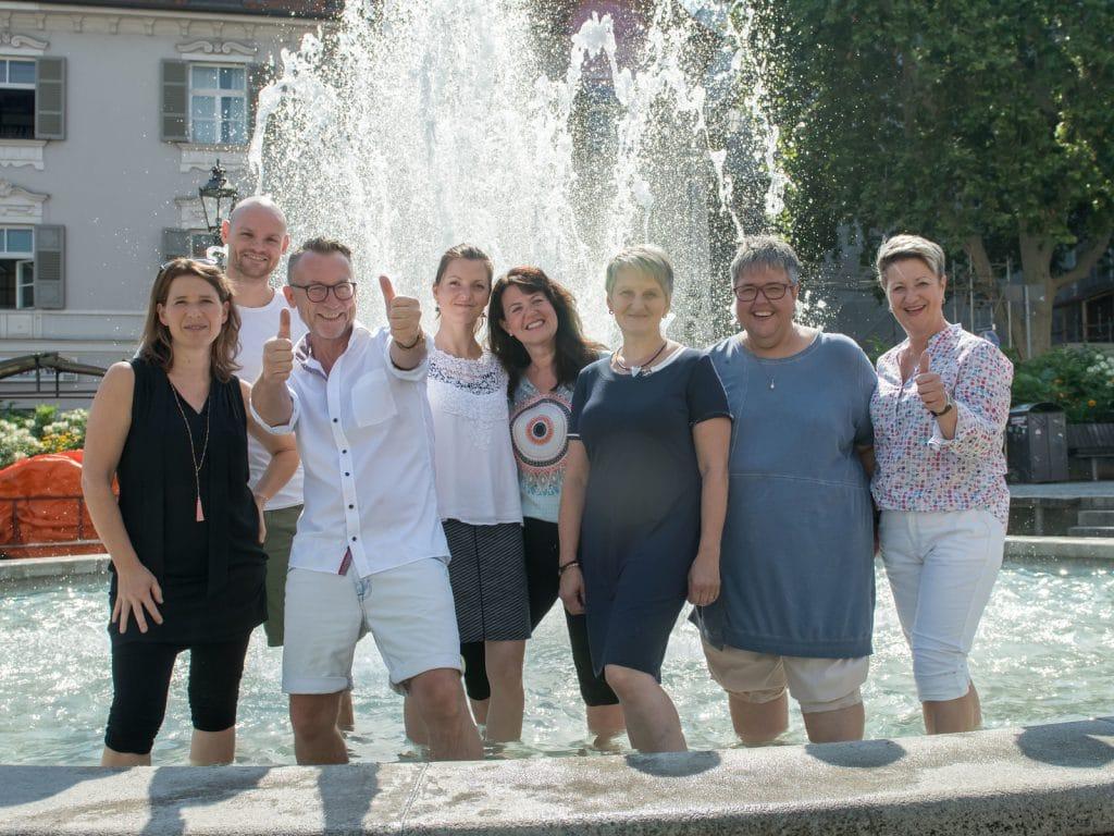 INTAKA Gruppenfoto am Brunnen (Sommer 2019)